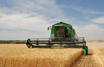 mesin pemanen padi